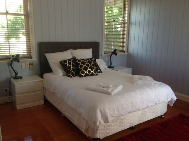 Executive Room - Shorncliffe - Bed & Breakfast