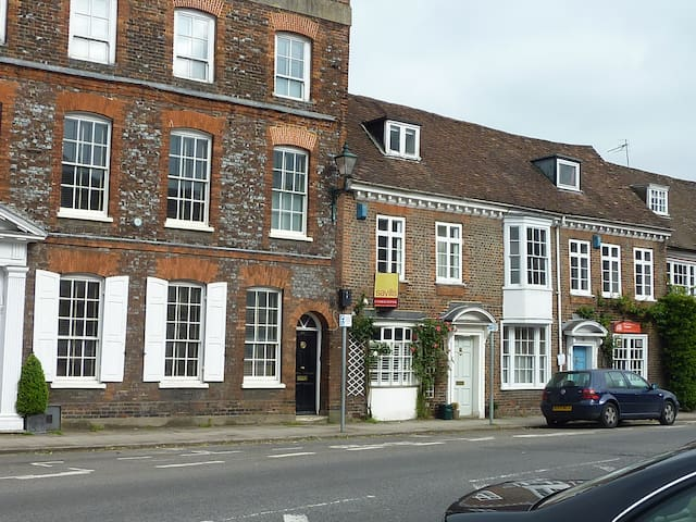 Double bedroom in Henley town centre - Henley-on-Thames