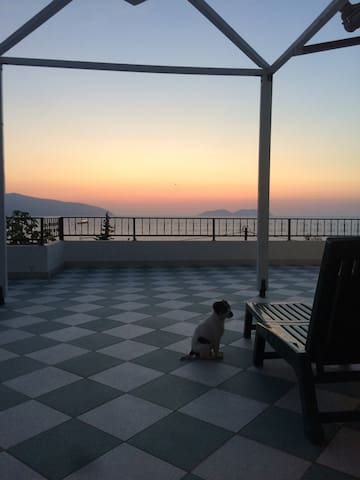 Amazing panoramic sea views! Enjoy sunrise&sunset! - Vlorë - Hus