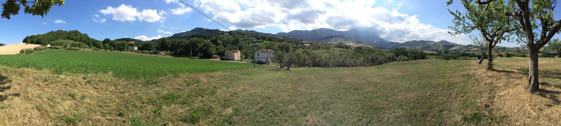 Family Home in Abruzzo Countryside - Montebello di Bertona - Casa