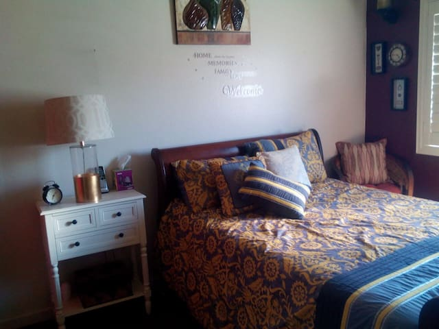 Cozy and Home Feel Guest Room - Paramount - Apto. en complejo residencial