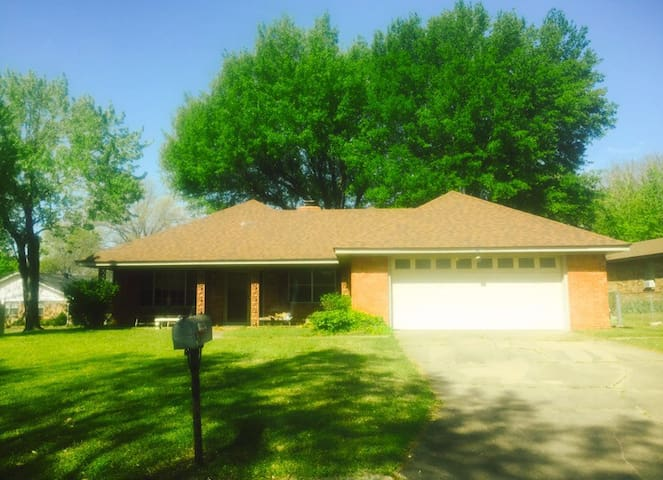 3 bd (sleeps 6), animals welcome - Fort Smith - Maison