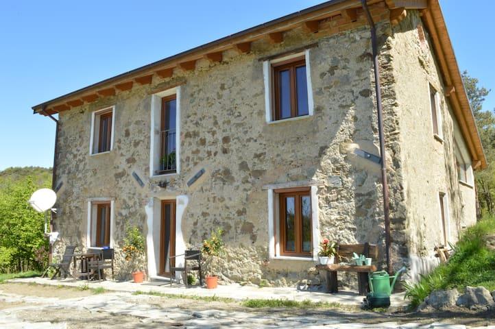 Ca' de l'Ase - Giusvalla - 家庭式旅館