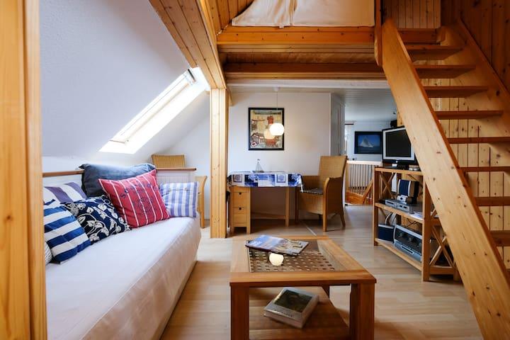 Süße Dachwohnung mit Atmosphäre - Scharbeutz - Lägenhet