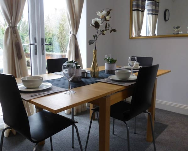 SUPERB BLUEWATER HOLIDAY ABODE - SLEEPS FROM 1-6 - Greenhithe - Dom