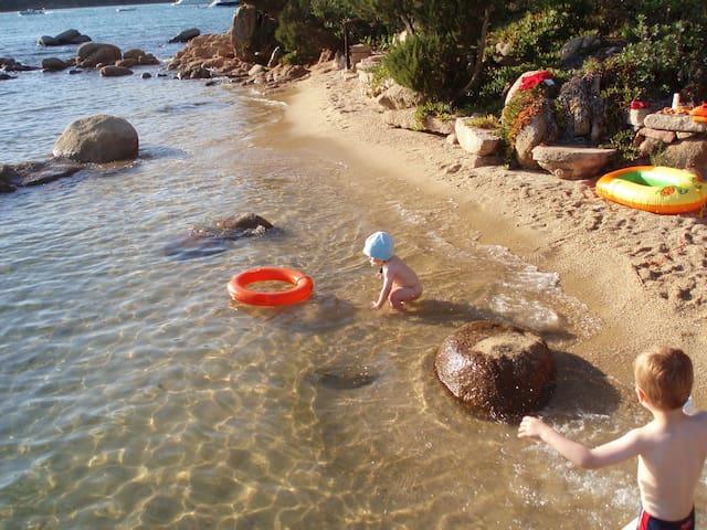 les pieds dans l'eau - Capriccioli - Huis