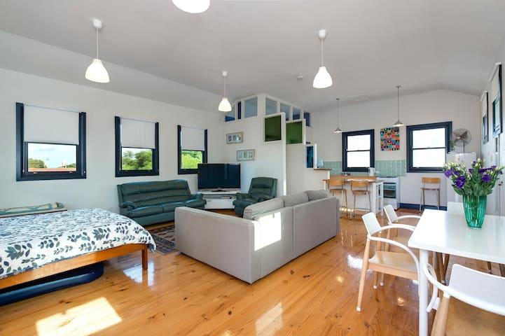 Upstairs Studio near Beach - Brighton - Apartament