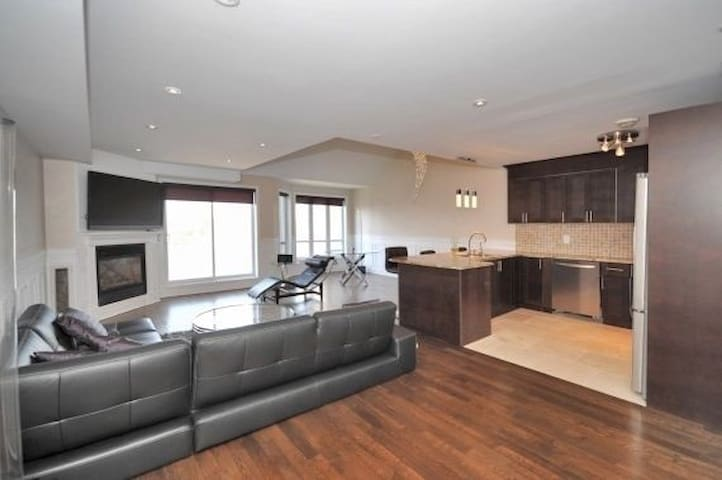 Huge Waterfront Penthouse on Private Island - L'Île-Perrot - Departamento