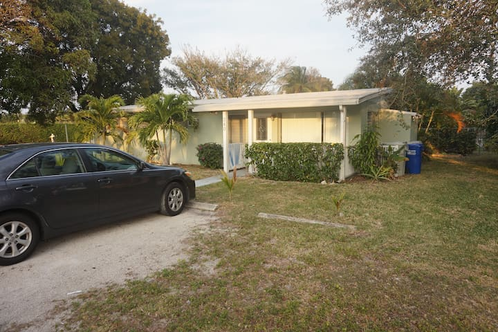 Private Room: Walking distance to the beach - Pompano Beach