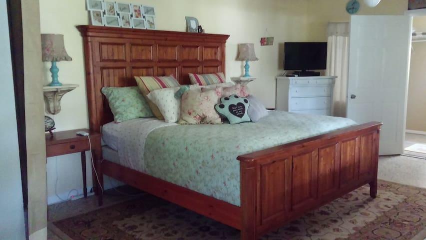 Cozy Shabby Chic Private Apartment - Bonita Springs