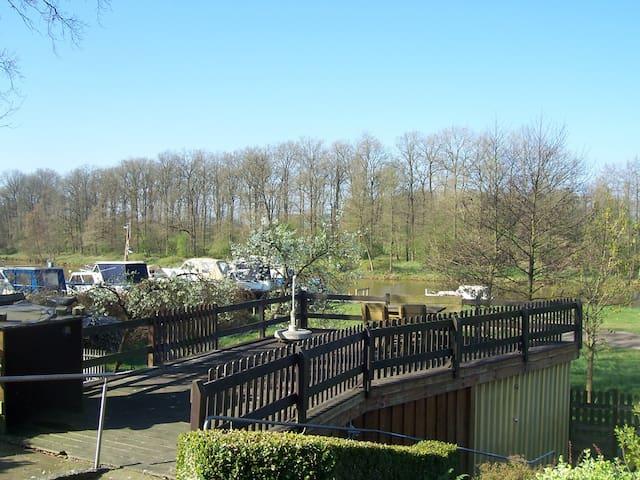 Terassenblick auf die blaue Donau  Urlaub mit Hund - Haren (Ems) - Appartement