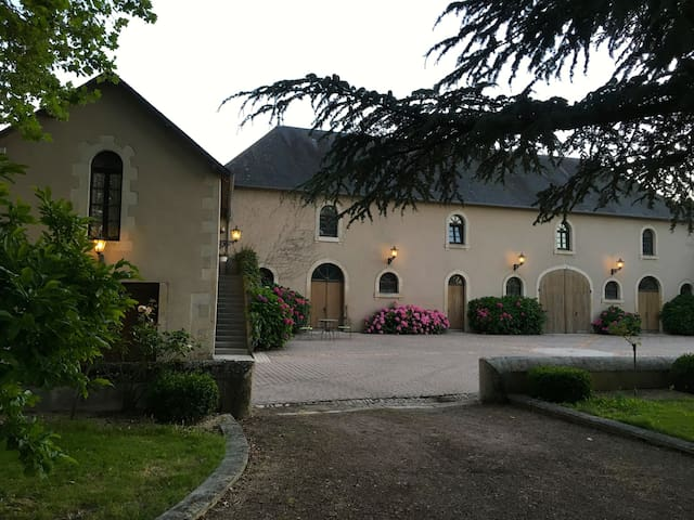 Groom's Cottage Apartment at Chateau L'Hubertiere - Bouresse - Appartement