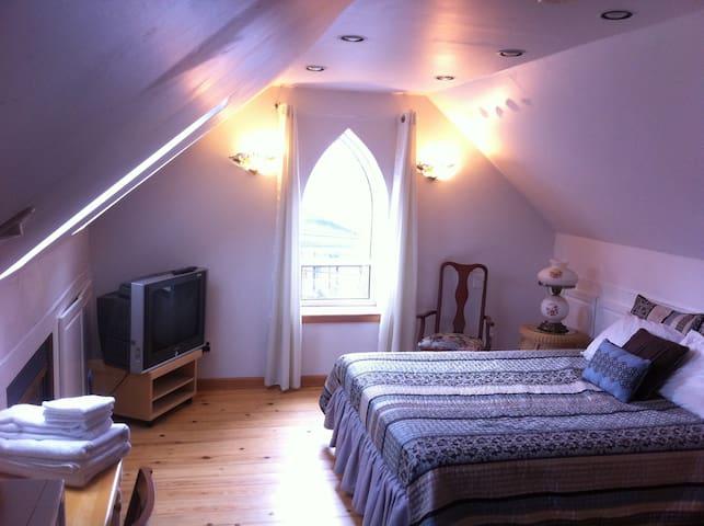 Coach house apartment in victorian mansion - Belleville - Apartamento