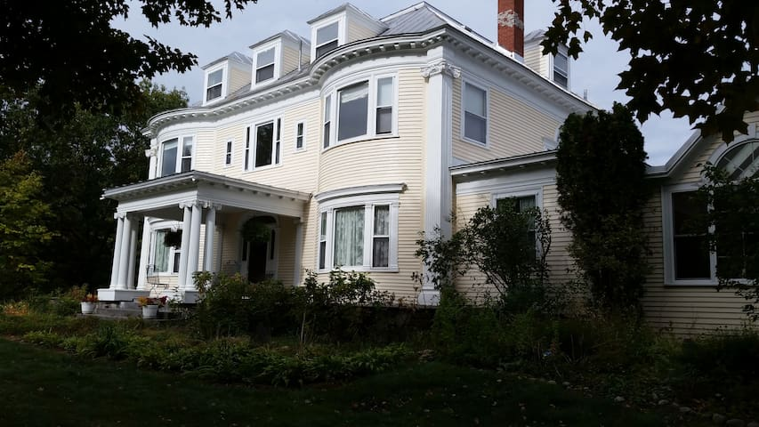 restored Victorian Mansion - Kingfield - Bed & Breakfast