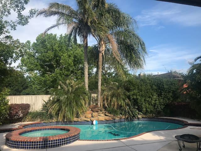 Lovely 3 bdrm vacation home w/ pool & spa! $169 - League City - Ev