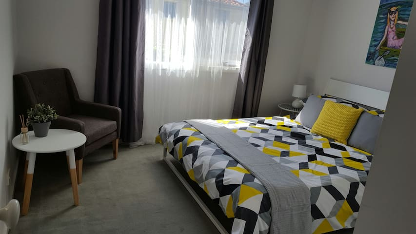 Bright room at the beach - wifi & breakfast - Aspendale