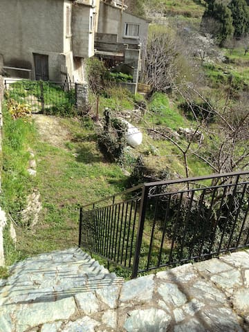 Maison de village Castagniccia - Penta-di-Casinca - Huis