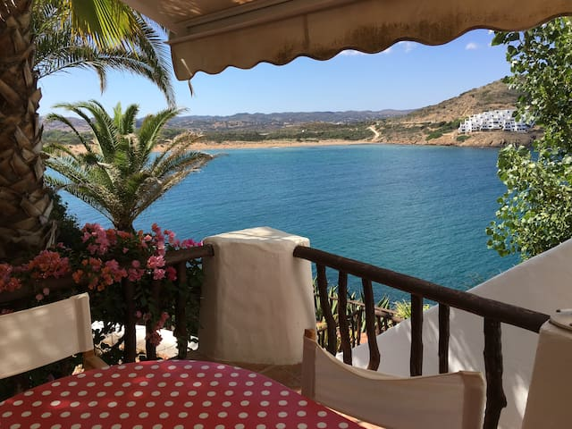 Cozy cute apartment with amazing ocean views! - Fornells - Talo