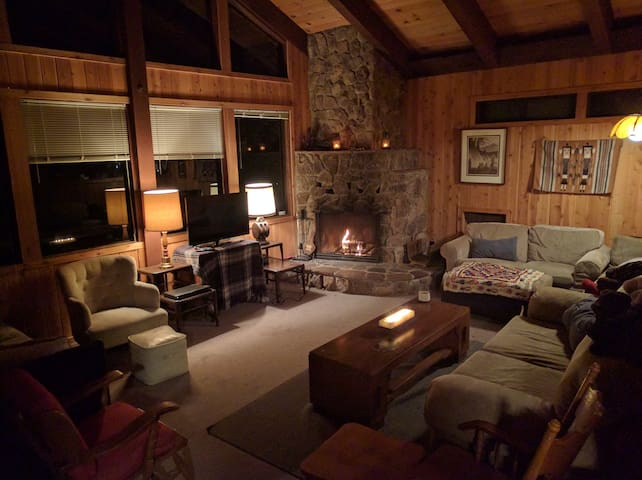 Large Family Cabin by Kings Beach (Pets Welcome!) - Carnelian Bay