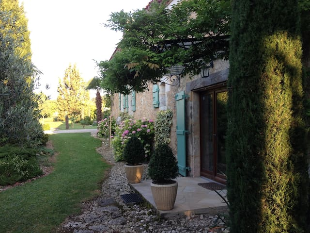 GasconyGuestHouse - Castéra-Verduzan - Bed & Breakfast