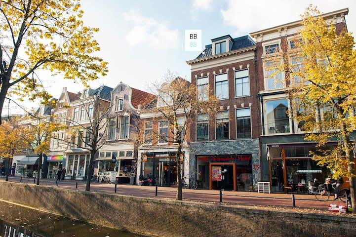 ruime studio in monumentaal grachtenpand - Leeuwarden - Pousada