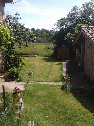 la petite maison dans la prairie - Aubenas - Casa