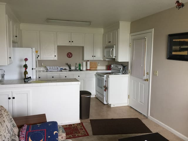 Private apt, close to water & wine, full kitchen - Brentwood - Lägenhet