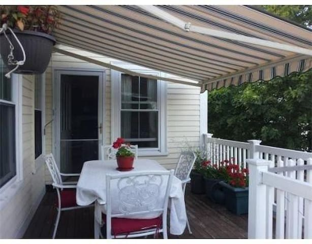 Gloucester Bright Sunny Downtown two bedrooms - Gloucester - Appartement