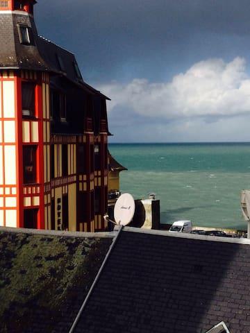 Vue sur mer et calme en centre ville - Granville - Apartmen