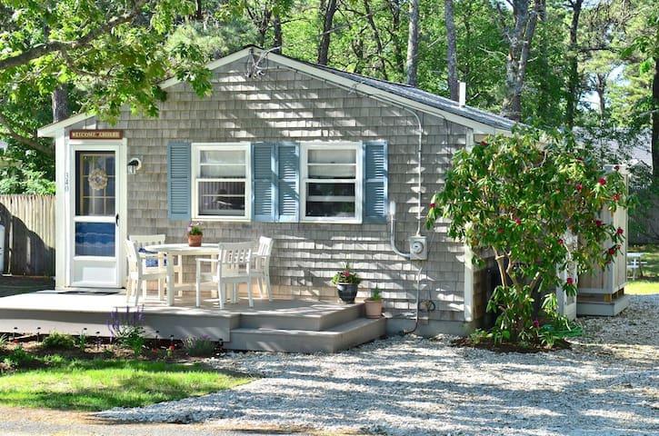 Charming Cottage - Short walk to Sea St. Beach - Dennis