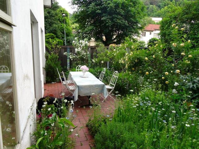 Privat room suburb of Vienna and quiet countryside - Kaltenleutgeben - Huis
