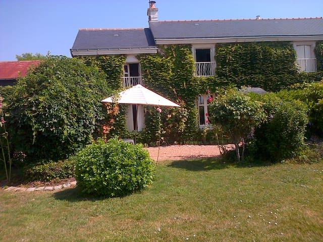 La Grainetière - Artannes-sur-Thouet - 家庭式旅館