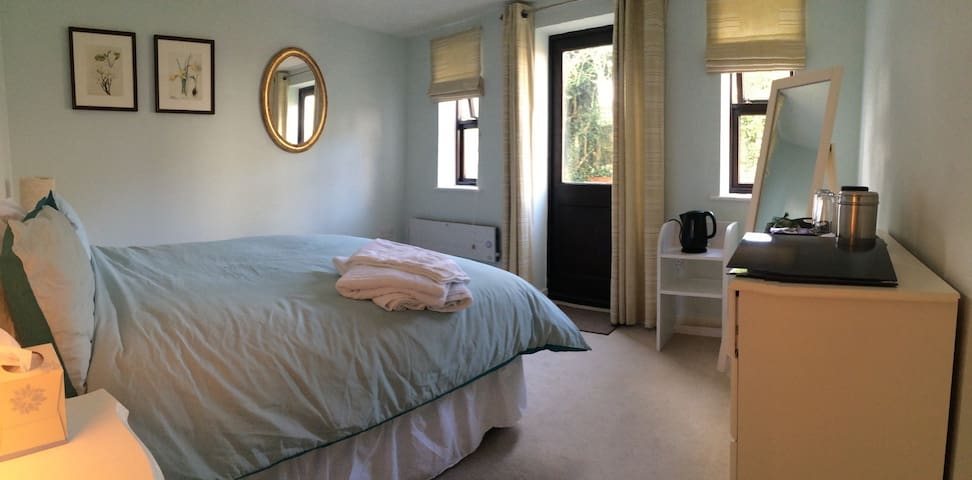 Delightful annexe with private front door - Royston