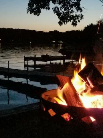Cozy Rockford Lake Cottage - Rockford - Huis