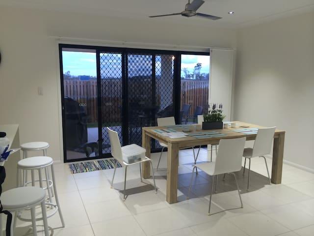 Tropical North Queensland Australia - Burdell - Casa