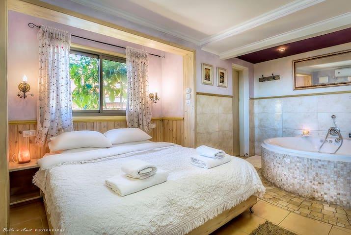 Dream-Time, Lovers-Nest - Amirim - Bed & Breakfast