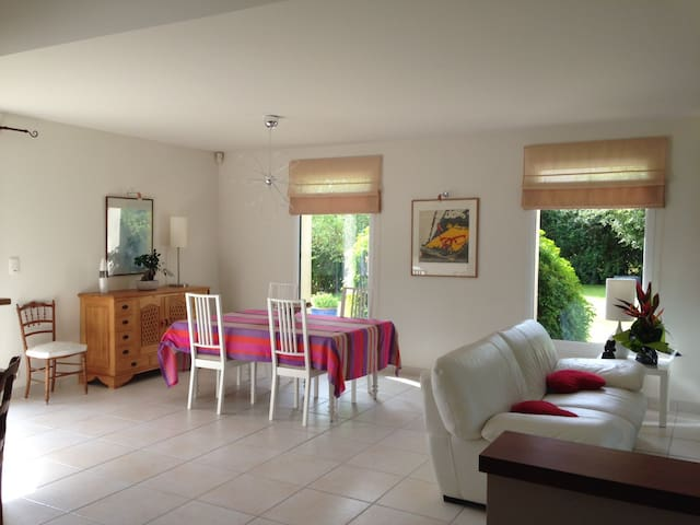 Maison avec jardin proche des plages et de CAEN - Biéville-Beuville - Hus