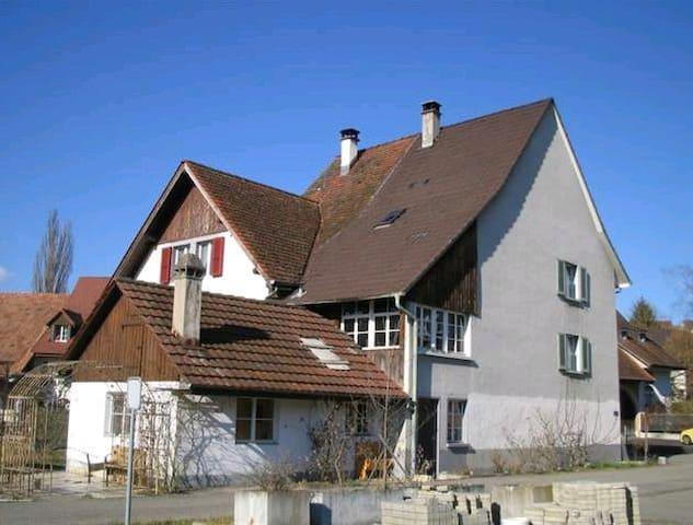 Übernachten im Bauernhaus, Farmer House - Arisdorf - Huis