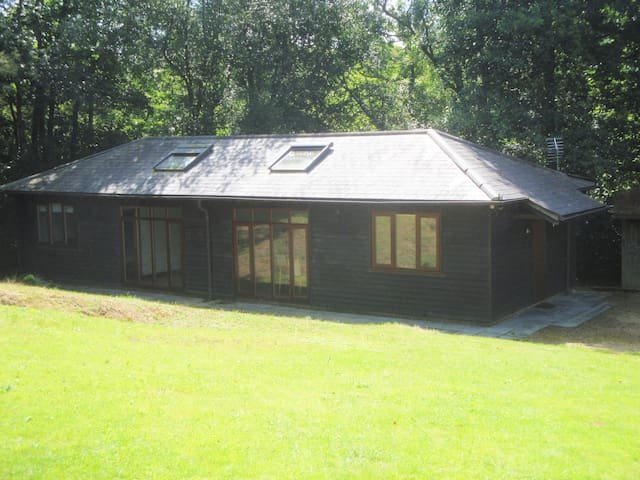 Stunning converted barn in peaceful country garden - Crowborough - Zomerhuis/Cottage
