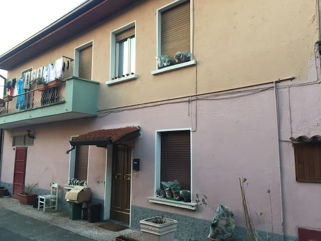 Rustic 2 bedroom accom sleeps 4 / 6 - Botticino - Huis