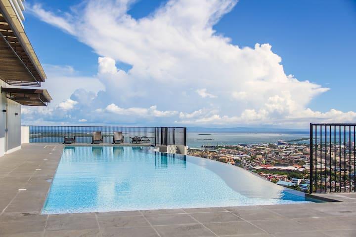 CR20L LUXURY STUDIO UNIT with Amazing InfinityPool - Cebú - Apto. en complejo residencial