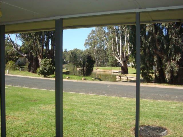 Affordable Bundalong Waterfront (Murray River) - Bundalong - Vakantiewoning