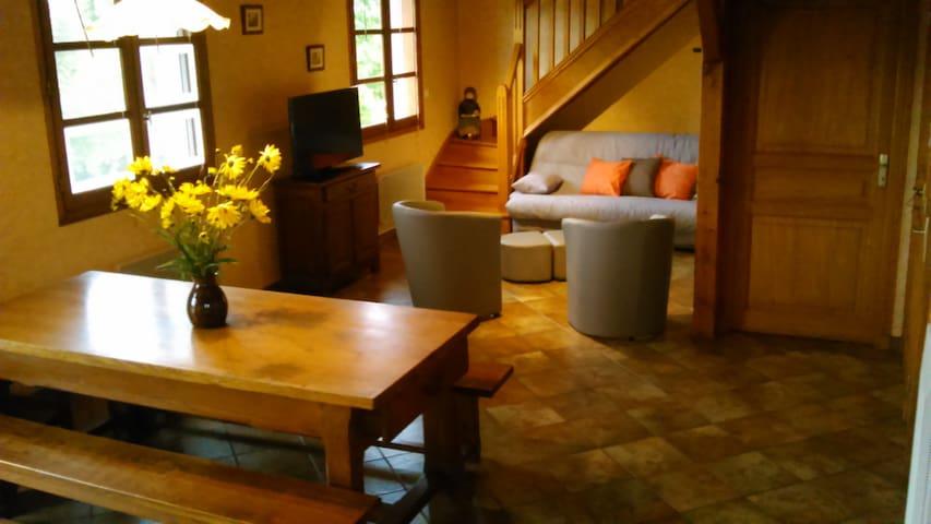 Maison individuelle avec extérieurs - Tauves