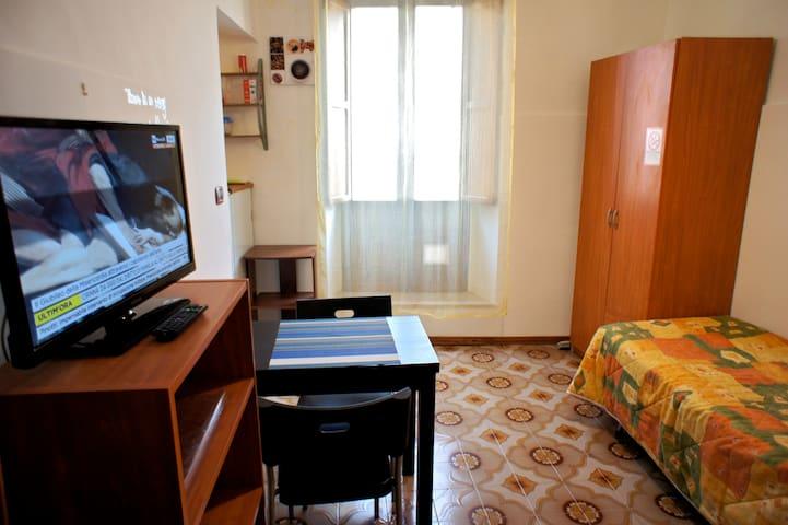 Camera comoda, indipendente, con cucina e bagno - Sulmona - Lägenhet