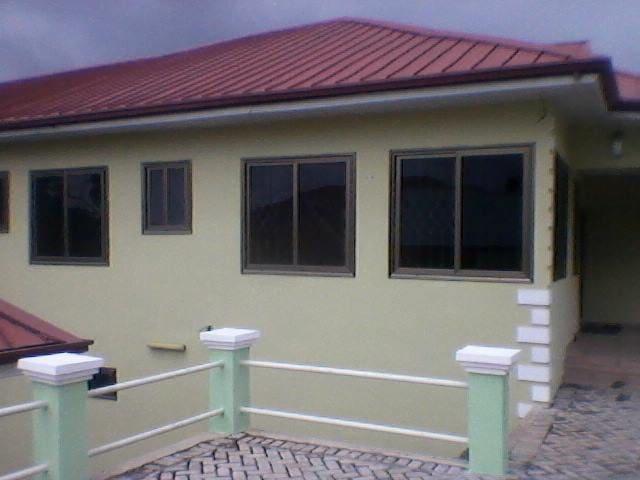 Furninshed 1 and 2 bedroom 1st floor fenced home - Aburi - Hus