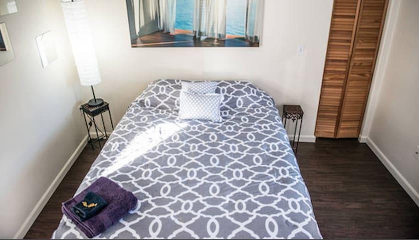 MAGICAL 1 Bed/1 Bath w/Loft in OLD TOWN - Fort Collins - Maison de ville