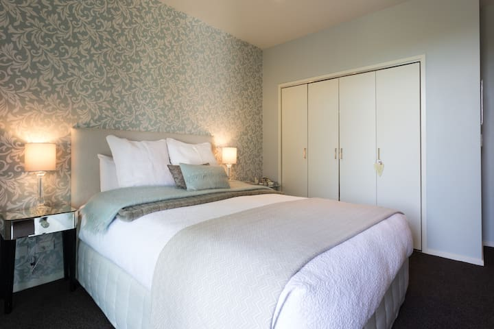 Luxurious Peaceful Suite with Remarkable View - Queenstown - Bed & Breakfast