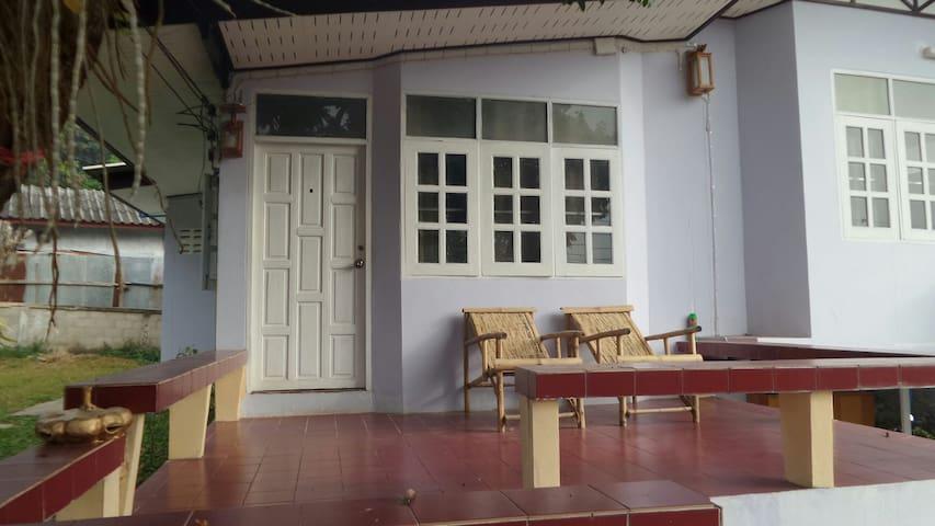 P.L.P Guest House - ตำบล จองคำ - Huis