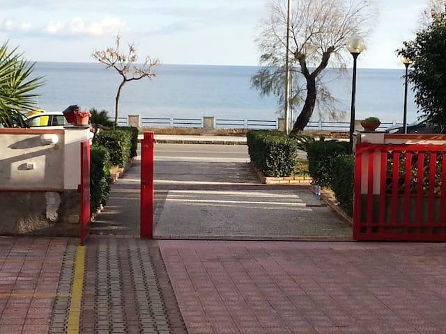 Il mare vicino Taormina - Roccalumera - Huoneisto