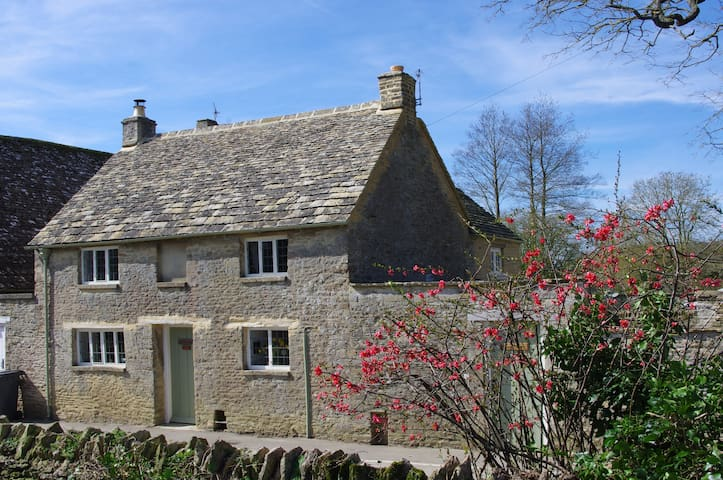 Maisey Cottage, a cosy retreat in the Cotswolds. - Kencot - Ev